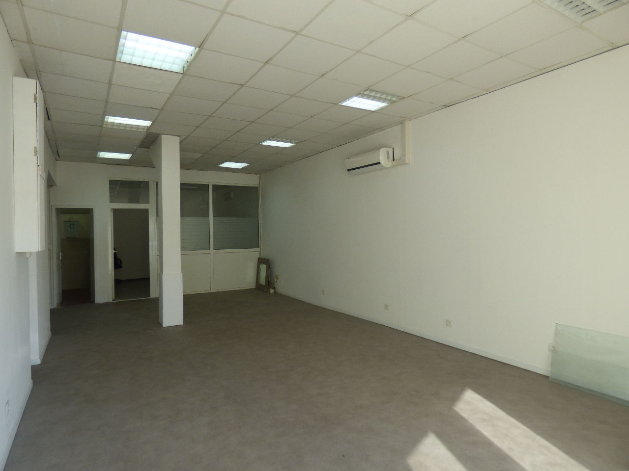 Local commercial Marseille 74.16 m2